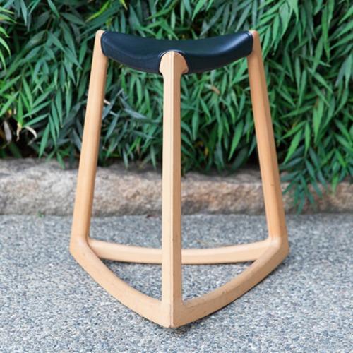 インテリアライフスタイル展で発表した木製多機能スツール『riku』