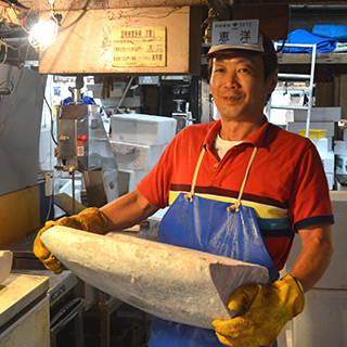 「恵洋水産」の店主、井上洋さん