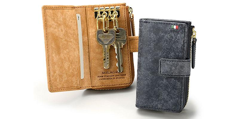 ICカードや運転免許証が入れられるオープンポケットが2つ、<br>      その片方には4連のキーリング。