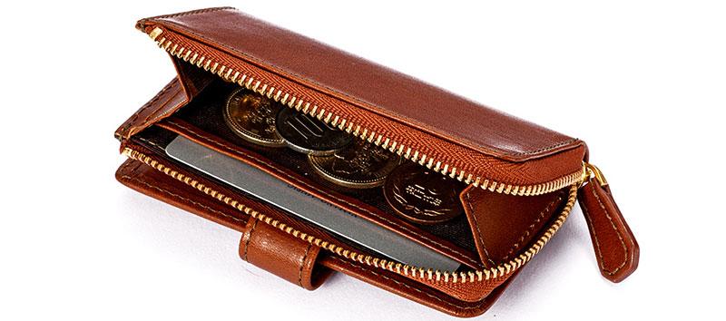アウトポケット内部の両サイドにはカード用オープンポケットが付いています